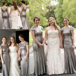 Robes De Demoiselle D'honneur Gris Sequin Pas Cher-2017 Gris foncé Argent Paillettes Backless Robes de mariée Jewel Neck manches courtes Mermaid Maid of the Robes longues Robes d'honneur à bas prix