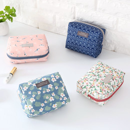 4d5235f2bec0c4 The cute makeup bag is packed with a small mini hand bag mini bag for  Korean simplicity