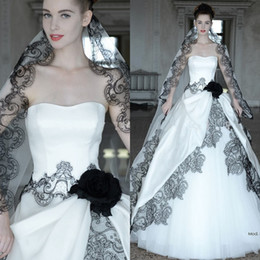 hot sexy white dresses Canada - 2016 Hot Sell Gothic Wedding Dresses with Free Veil Sexy Sweetheart Neck Black Lace Applique White A Line Backless Tulle Corset Bridal Gowns