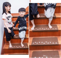 Wholesale New Home Luminous Self Adhesive Non Slip Floor Staircase Mat  Carpets Bear Claw Pattern Stair Treads Children Safety Protector Mats