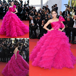 celebrities ball gowns Canada - Fushia Ball Gown Celebrity Gowns 2018 Sexy Strapless Ruffles Tulle Prom Dresses Tiered Floor Length Evening Vestidos Pageant Dress