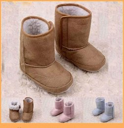 Barato Sapatos Infantis Unissex-2016 New Baby Boots Inverno quente espessado Coral Fleece Unisex Soft Sole Infant Toddler Shoes 0-18 Meses