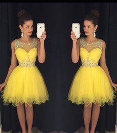 Robe Courte Gonflée Pas Cher Pas Cher-Glamorous Baguettes Jaune robes de bal à bas prix 2016 Sheer Tulle Illsuion manches genou Short Mini Puffy Robes de cocktail
