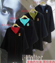 Barato Harry Potter Cosplay Adultos-100pcs crianças Harry Potter Manto Robe adultos Harry Potter Manto Robe Cape Harry Potter traje roupas cosplay presentes Gryffindor do Dia das Bruxas