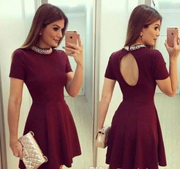 Robes Perlées Pas Cher-Hot Burgundy Cap Sleeves Short Robes Homecoming 2017 Vintage Beaded High Neck A Ligne Keyhole Backless Mini Cocktail Robes