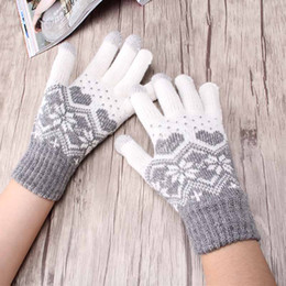 Warmest Gloves Australia - Stretch Snow Knitted Gloves For Women Men Heart Snowflake Mittens Use Smartphone Screen Gloves Wool-Knit Warmer Chirstmas Luvas
