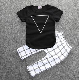 Vêtements Bébés Américains Pas Cher-Habillement chaud de mode nouveau bébé 2 pièces ensemble triangle noir t-shirt à carreaux pantalons USA INS 6M 12M 18M 1T 2T 3T Toddler maison outwear vêtements