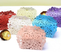 Barato Caixas Do Favor Doces Da Borboleta-100pcs Laser Cut Hollow Heart Butterfly Candy Box Caixas De Chocolates Com Fita Para Festa De Casamento Baby Shower Favor Gift