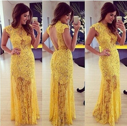 Robes Courtes À Manches Courtes Pas Cher-High Collar Backless Short Capped Sleeves Lace Robes de bal 2016 Elegant Yellow Illusion Sexy Short Inside Long Evening Evening Prom Gown