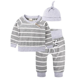 Chemise De Garçon Pas Cher-Ins Autumn Infant Ensemble de vêtements pour bébé Stripe Kids Boys Coton Tops T-shirt + Pantalons + Chapeau 2cps Vêtements Costumes pour enfants Outlet 13482