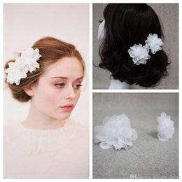 flower bridal hair Canada - 2pcs White Hair Accessorie Flower Comb Petals Blossom Silk Blossom Pair Hair Accessories Vintage Bridal Combs Rhinestone Hair Adornments