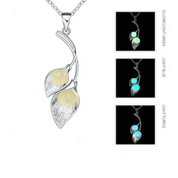 Colliers De Mariage Délicats Pas Cher-Fleurs délicates Collier lumineux noctilucent Collier pendentif en argent sterling 925 Pendentif 3 styles de couleurs Glowing in the Dark Jewelry