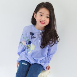 Barato Coreano Miúdos-Sweet Korean Girls T-shirts Striped Bordado Flower Girl Tee Tops Camisa de algodão de manga comprida Casual Kids Girl's Clothes Camisas azul A7528