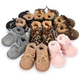 Barato Sapatas Mornas Da Pele Dos Miúdos-New Winter Leopard Shoes Newborn Baby Girls Kids First Walkes pele dura sem pele rígida Keep Keep Warm Plush shoes lace-up boots