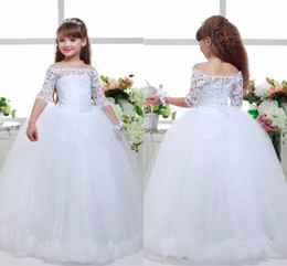 $enCountryForm.capitalKeyWord Canada - Cute Princess Flower Girls Dresses For Weddings Off Shoulder Half Sleeves Lace Applique Girls Pageant Dress Back Lace-up Tiered Party Gowns