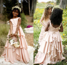 Robe De Mariée Rose Sans Dossier Sans Manches Pas Cher-Boho Country Beach Style Pink Tiered Flower Girl Robes pour mariage Party 2017 Sans manches A Line Floor Longueur Girls Communion Gown Backless