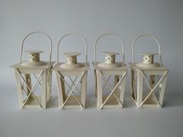 Branco / Preto de metal titulares de vela lanterna De Ferro candelabros candelabros candelabros de casamento de casamento lanternas marroquinas lanterna da vela de casamento em Promoção