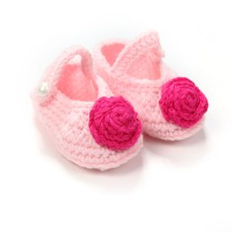 Barato Botas Recém-nascidas Por Atacado-Venda Por Atacado - Sweet Pink Flower Newborn Knitting Booties Cheap Handmade Shallow Infants Baby Crochet Shoes 10 cm