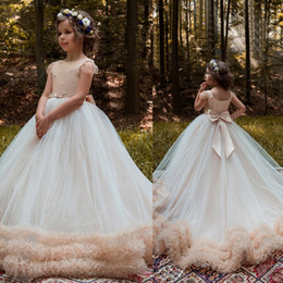 Jupes À Volants Bon Marché Pas Cher-Vintage Ball Gown Flower Girls Robes pour les mariés Cheap Beads Ruffle Little Kids First Communion Robe Puffy Jupes Robes de scène