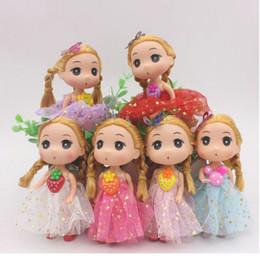 Multi Farben Schöne Große Augen Mädchen Puppe 12 CM Kleid Rock Puppen Halter Tasche Auto Styling Spielzeug Schlüsselring