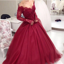 Robe Élégante Manches En Tulle Pas Cher-Dark Red Ball Gown Robes de bal 2017 Elegant Off The Shoulder Illusion Manches longues Dentelle Tulle Longueur de plancher Sweet 16 Robes