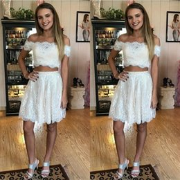 Robe De Bal À Bas Prix Pas Cher-Lace Two Pieces Robes Party Evening Wear Off The Shoulder Manches courtes Short Prom Dress Zipper Back A Line Cheap Homecoming Dress
