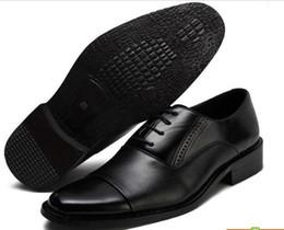 Vente en gros Hommes Chaussures D'affaires En Cuir Véritable Pour Hommes Dressing Chaussures Grande Taille Hommes Pinted Toe Chaussures Noir Et Blanc Hommes Chaussures Habillées Hommes Chaussures Habillées Marron