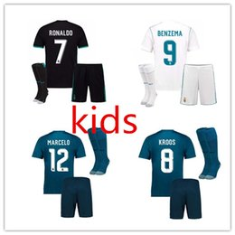 Hot Boy Children Pas Cher-HOT 2017 2018 Real Madrid RONALDO maillots de football pour enfants ensembles complets avec chaussettes garcons jeux pour enfants 17 18 Home White Third JAMES BALE chemises de football