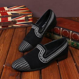 Italian Style Wedding Dresses Canada - New Embroidery Men's Casual Draving Loafers Shoes Fashion Mens Genuine Leather Slip-on Italian Style Dress Wedding Party Shoes