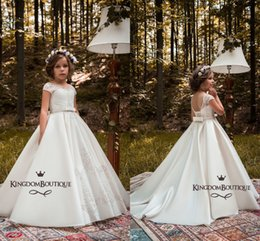 Barato Crianças Baratas Vestir-se-2018 Marfim Lace Flower Girl Vestidos Beads Lace Up Back Open Back Bow Knot Sashes Kids Cheap Girl's Pageant Dress for Little Girls