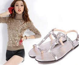 Correas De Diamantes Baratos-Al por mayor-Nueva caliente Summer Women Diamond Flat Shoes Sparkling Thong Lady Beach Sandalia de plata negro envío de la gota