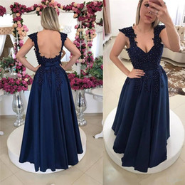 Barato Luva Do Tampão Do Azul Marinho Formal-Modest Navy Blue Prom Dresses 2017 Sexy Open Back Cap Sleeves Long Vestidos de noite Plus Size Women Formal Dresses with Pearls