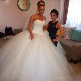 Simple Garden Wedding Gown NZ - 2017 Cheap Modest Plus Size Wedding Dresses with Sweetheart Neckline beadings and Simple Tulle Ball Gowns Long tulle Garden Sale 2018