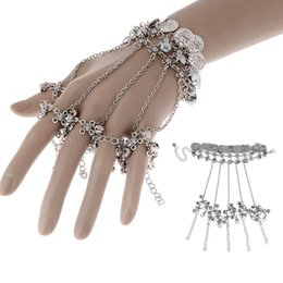 Barato Novos Braceletes Escravos-10Pcs / Lot Atacado New Design Women Fashion Jewelry Hollow Flower Bells Dancing Rings Slave Pulseira Charm Jewelry