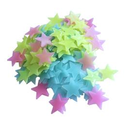 100 unids / lote resplandor pegatinas de pared calcomanía bebé niños dormitorio decoración del hogar estrellas de colores luminoso fluorescente 4 colores