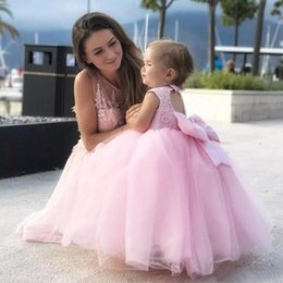Robe Rose Tull Pas Cher-Lovely Pink Tull Ball Gown Toddler Flower Gilr Robes Pour mariage 2017 Crew Lace Appliqued Floor Lengthant Pageant Birthday Party Gown EN9263