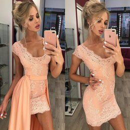 Barato Mangas De Boné De Vestido Destacável-Stunning Pink Lace Mini Cocktail Short Prom Vestidos 2017 bainha V Neck Cap Sleeves Homecoming vestido com trem destacável