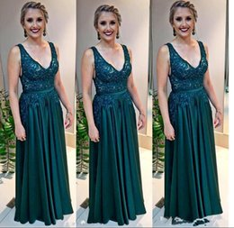 $enCountryForm.capitalKeyWord NZ - Sexy Deep V Neck Hunter Green Long Prom Dresses Lace Appliques Beaded Arabic A Line Evening Gown Plus Size Mother's Formal Wear