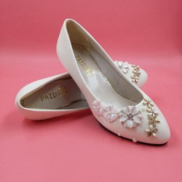$enCountryForm.capitalKeyWord UK - White Low Heel Wedding Shoes Crystal Small Flower Slip-ons Bridesmaid Girl Shoes 3cm Heel Real Image Round Toe Maternity Bridal Shoes