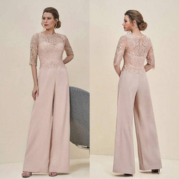 Barato Vestido Chiffon Metade-Cheap Jumpsuits Lace Mãe Da Noiva Calças Ternos Bateau Neck Half Sleeves Wedding Guest Dress Chiffon Plus Size Mothers Groom Dresses