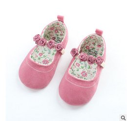 Barato Sapatas Infantis Da Princesa-Babies kids shoes baby girls stereo rose flowers applique first walking infant princess sapatos solteiros baby soft bottom toddler shoes T0482