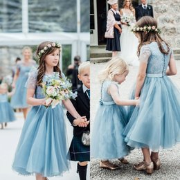 Robe De Dentelle De Fille De Fleur Bleue Pas Cher-2017 Vintage Flower Girls Robes pour les mariages Pale Blue Jewel Neck Lace Top Illusion Sleeves Longueur au thé Tulle Kids Robes formelles avec ceinture