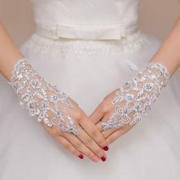 Vente en gros Livraison Gratuite 2016 Nouvelle Vente Chaude De Mode Blanc, Ivoire Perle Dentelle De Mariée Mariée Gants De Mariée, Bague Bracelet Accessoires De Mariage