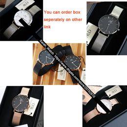 bab31a160e50 La mejor calidad 28 mm 32 mm reloj de mujer   cara blanca cara negra   oro  rosa plata   cuero + nylon + correa de metal señoras relojes
