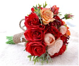 Novias De Hoja Baratos-Nuevo Estilo de China Rojo Artificial Rose Flowers Ramos de la Novia de la Boda Hechos A Mano con Granada de la Hoja Home Table Decoration Mariage De Bouquet