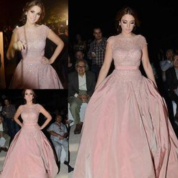 Wholesale Sparkling Pink Dresses Evening Wear Sheer Neck Short Sleeve Pears Sweep Train Modest Taffta Prom Party Gowns Cheap Custom Made