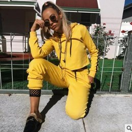 Barato Roupas De Roupas Top Amarelo-Venda Por Atacado New Fashion 2 Piece Clothing Set Mulheres Yellow Crop Top And Pants Suit ladies Sexy Leisure Two Piece Tracksuit