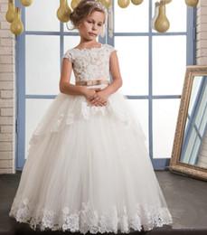Vintage Lace Puffy Blumenmädchenkleider Für Hochzeiten Elfenbein Tüll Champagner Bogen Overkirts Bodenlangen Erstkommunion Kleid 2017 im Angebot