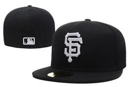 2018 nuevos hombres cerrados completos Giants sombreros equipados blanco SF  carta Sport Team gorras de béisbol en color negro completo barato Hat Huesos a89ec9efe3e