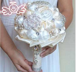 venda por atacado 2017 Mais Novo Casamento Bouquets De Noiva com Flores Artesanais Peals Cristal Rhinestone Rose Suprimentos de Casamento Noiva Segurando Broche Buquê